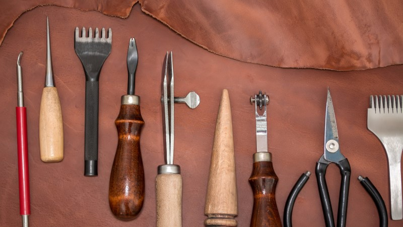 how to stop leather from staining clothes